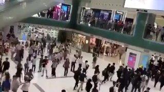 Hong Kong people's reactions seeing protestors vs seeing the police